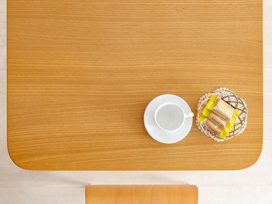 オーク突板を使ったテーブル天板