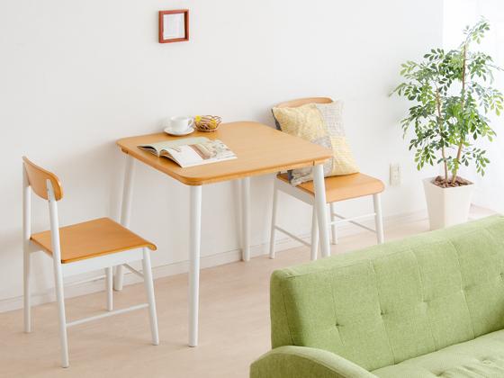 ダイニング以外の用途にも使えるテーブル