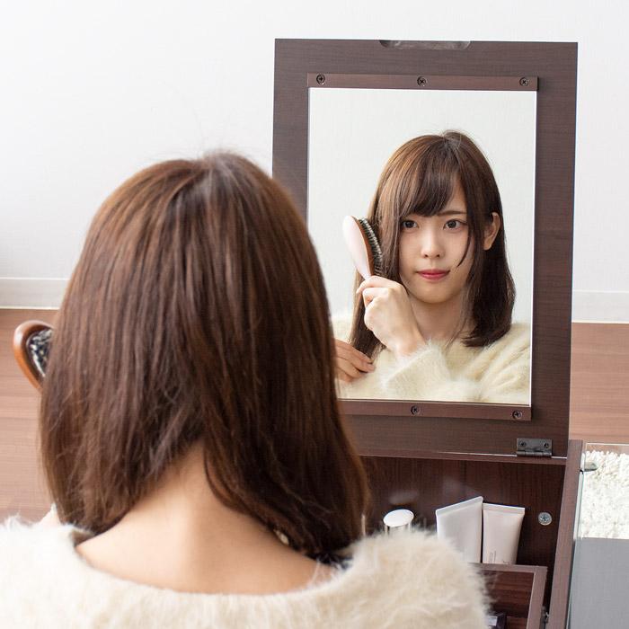 顔全体がしっかり映る大きな鏡