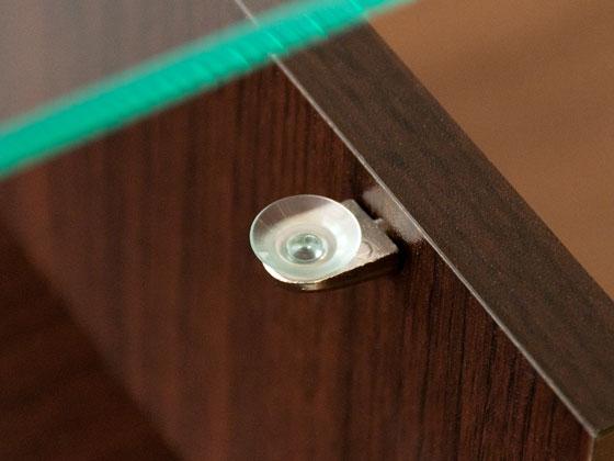 ガラス天板は4つの吸盤で固定