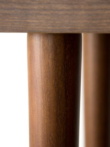脚部は、天然木ラバーウッドの切り出しを採用
