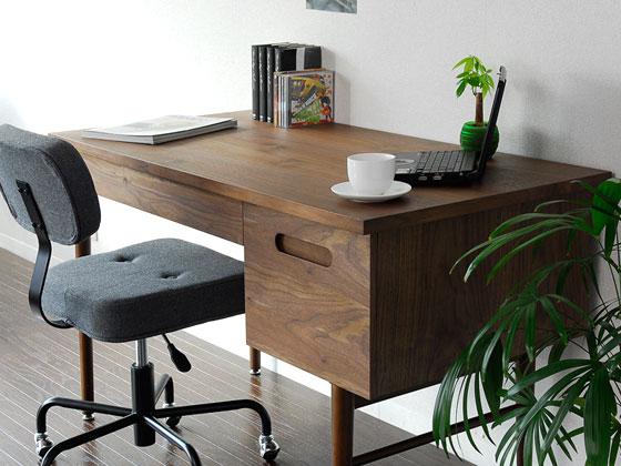 木製デスク部屋